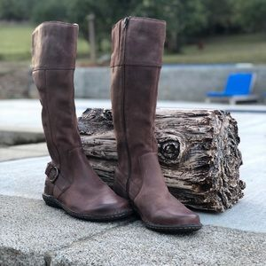 Born Shoes - Size 9M Born Handcrafted Boots